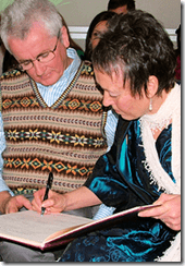 Gerry & Susan sign the register
